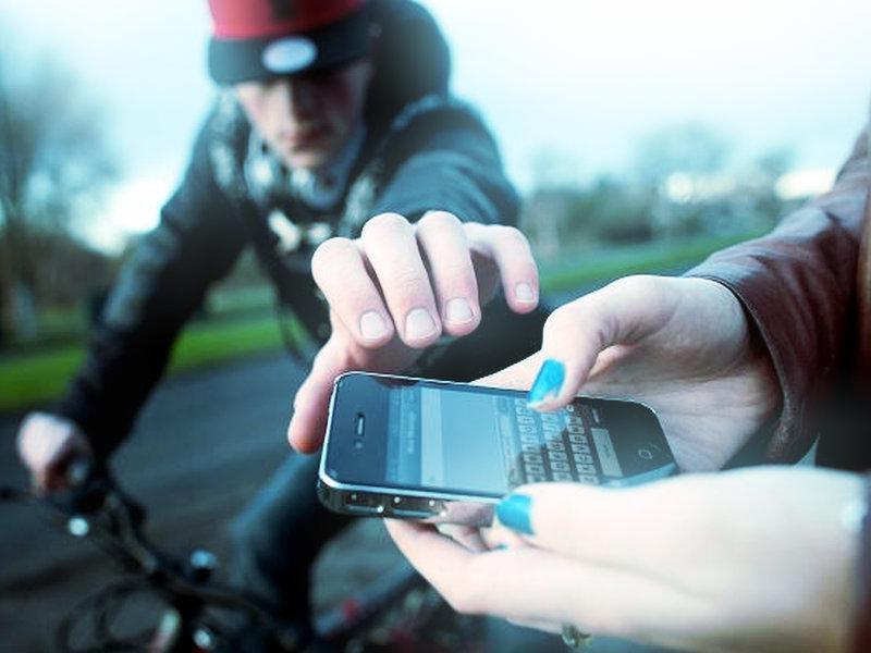 Вариант 1 получить доступ к чужому телефону